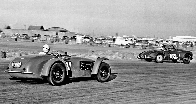 Jowett Jupiter and a Kurtis racing at Reeves Field in 1953